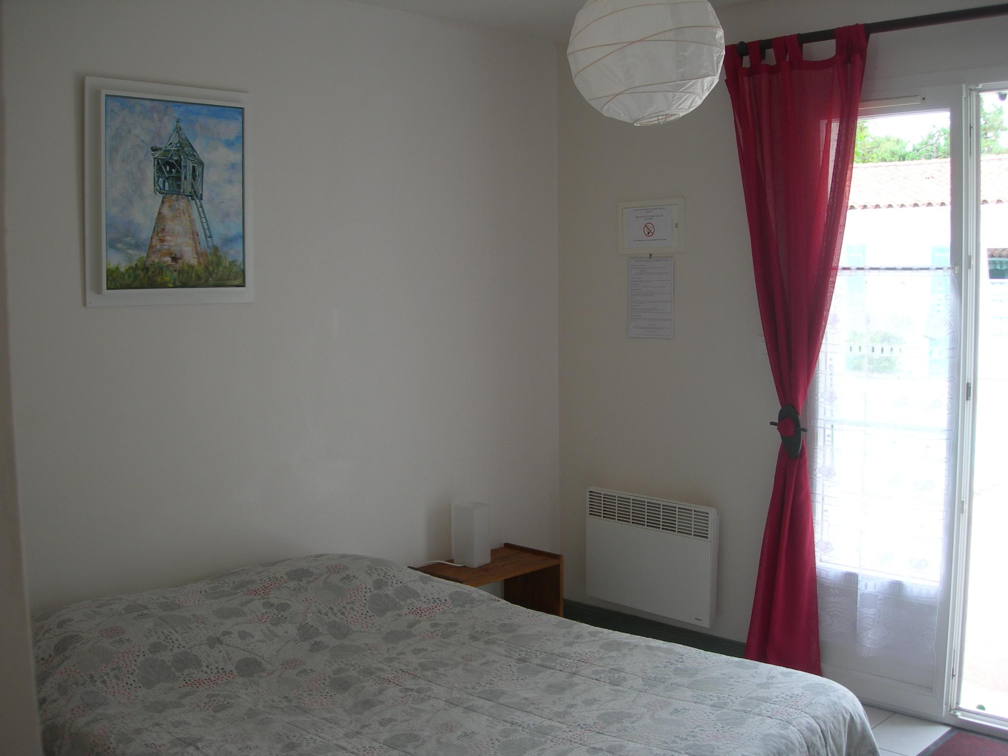 chambres d 39 h tes sur l 39 ile de r. Black Bedroom Furniture Sets. Home Design Ideas